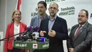 Kelemen Hunor, az RMDSZ elnöke nyilatkozik a sajtónak a párt eredményváró rendezvényén Kolozsváron a romániai parlamenti választások napján, 2016. december 11-én. Fotó: Bíró István / MTI