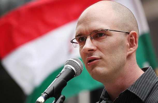 Lakhatási támogatást javasol a Jobbik